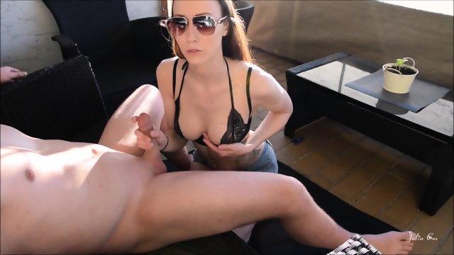Hiter sex na balkonu - Mlado vroče dekle me pojaha na balkonu